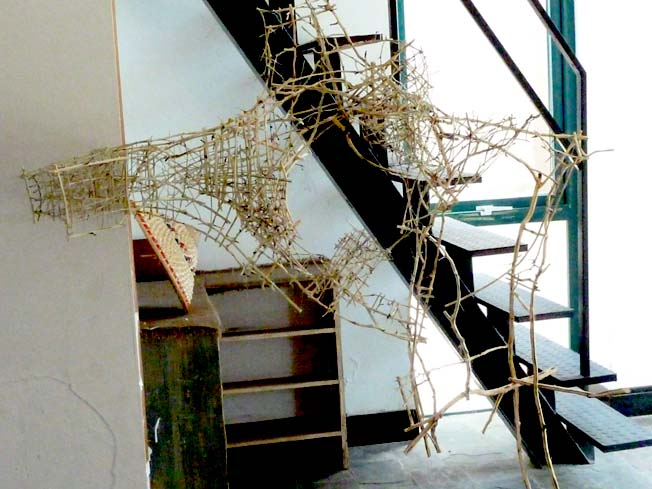 ludwika在上苑艺术馆创作的木条装置